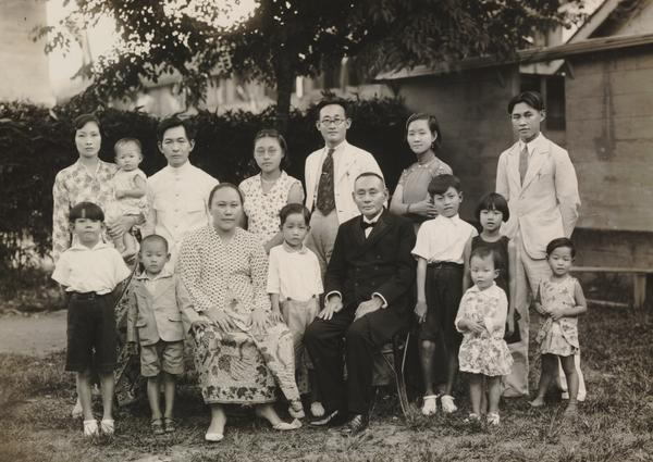 Chinese family in various styles of clothing Kuala Simpang, 1936  KITLV 9080
