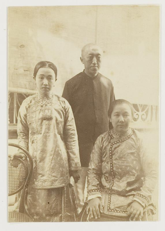 "Ladies in ""baju peki hoa kun"" and a man in   ""baju tui khim""Java, circa 1900  KITLV 29188"