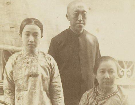 'baju peki hoa kun' en 'baju tui khim' KITLV-29188