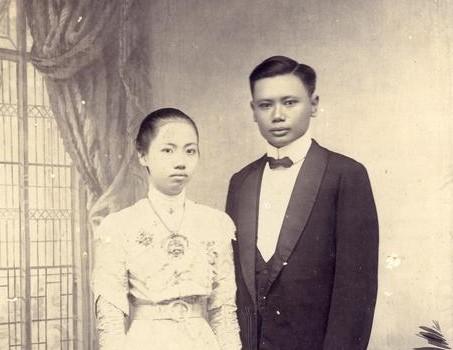 a couple in Western-style clothing. Surabaya, circa 1910