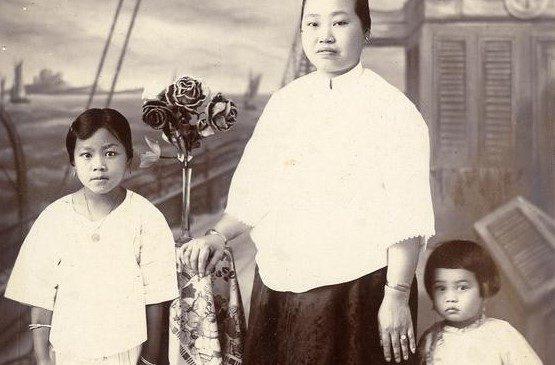 "Women and children in ""ao-qun"" Malang, 1930 KITLV 183820"